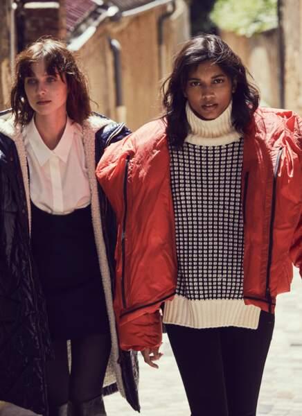 Tendance color block : Andy (à gauche) : parka matelassée, chemise en coton, robe en laine et bottes en cuir, le tout Tod's, collants Calzedonia. Shawna (à droite) : manteau en Nylon Issey Miyake, pull Kujten Cachemire, jean Sézane.