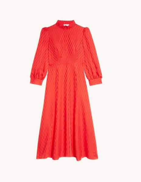 Robe rouge midi, 295 €, Sandro