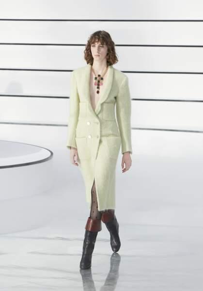 Le vert s'impose cet automne-hiver comme sur le défilé Chanel, Prêt-à-porter Automne-Hiver 2020-2021