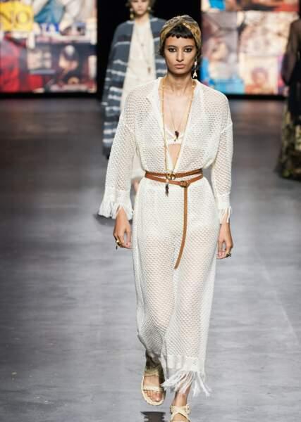 Le total look blanc selon Dior sur le défilé printemps-été 2021.