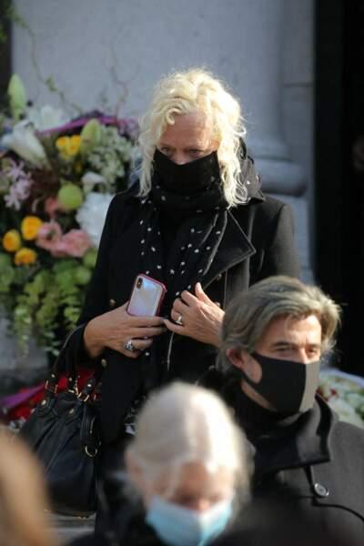 La photographe Ellen von Unwerth a rendu un dernier hommage à Kenzo Takada, à l'occasion de ses funérailles, au cimetière du Père Lachaise, à Paris, ce 9 octobre 2020.