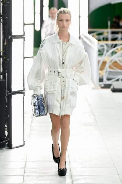 Tendance total look blanc sur le défilé Louis Vuitton printemps-été 2021