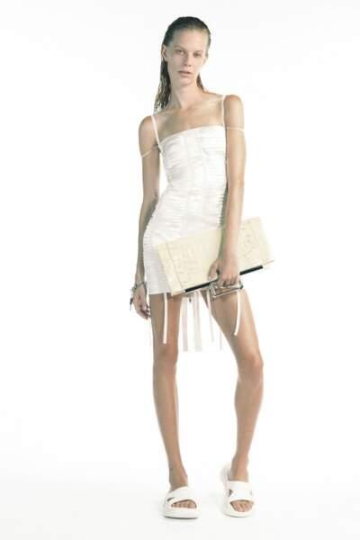 Tendance total look blanc sur le défilé Givenchy printemps-été 2021