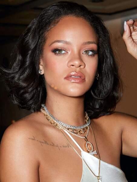 Un carré classique pour Rihanna