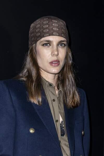 Charlotte Casiraghi twiste son carré avec un foulard noué