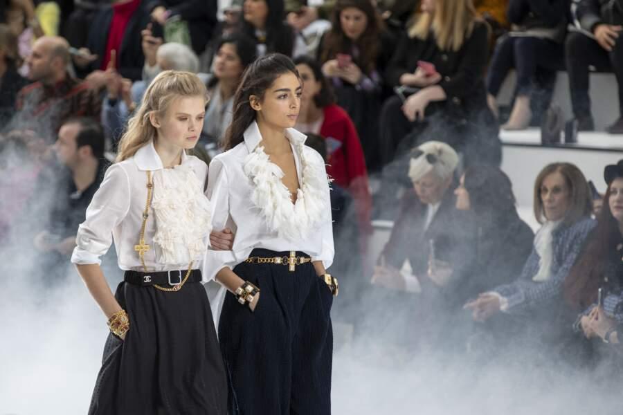 La célèbre ceinture chaîne dorée star du défilé Chanel Automne-Hiver 2020/2021