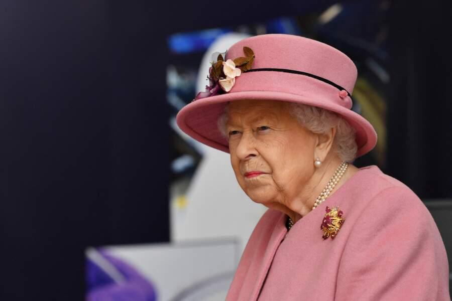 La reine Elisabeth II au côté du prince William pour la visite du laboratoire des sciences et de la technologie de la défense (DSTL) à Porton Down, le 15 octobre 2020