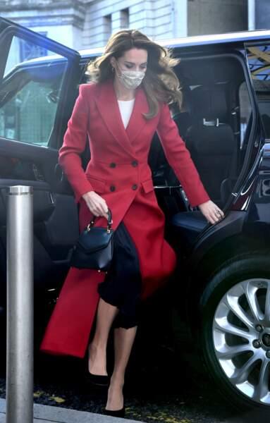 Kate Middleton descend de la voiture