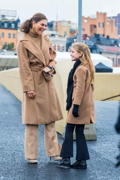 Victoria de Suède et sa fille la princesse Estelle en pleine discussion
