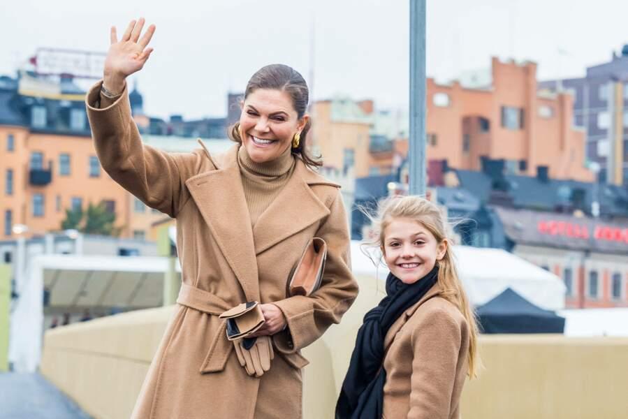 La princesse Victoria de Suède et son mini-moi, sa fille la princesse Estelle