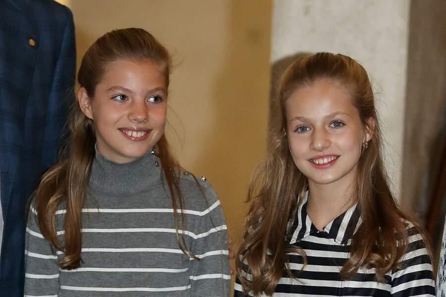 Le princesse Leonor d'Espagne et l'infanta Sofia, sa petite sœur, à Barcelone, le 5 novembre 2019.