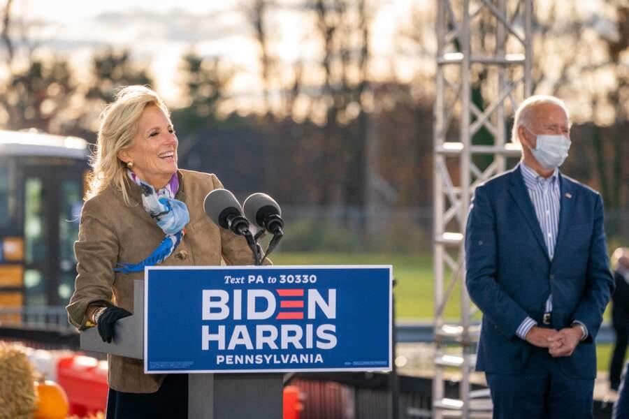 Jill Biden, au côté de son mari, lors d'un meeting à Dallas, pour les élections présidentielles américaines, le 24 octobre 2020.