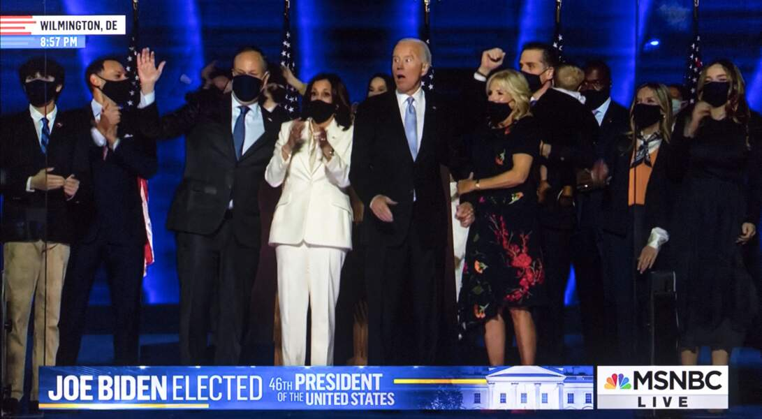 Joe Biden, entouré de sa vice-présidente Kamala Harris et de son épouse Jill, lors de leur discours de victoire le soir de l'annonce des résultats de l'élection présidentielle aux Etats-Unis le 7 novembre 2020.