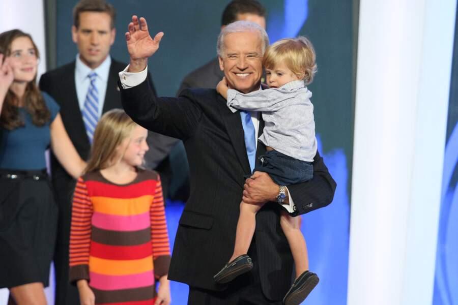 Joe Biden, avec ses petits enfants, lors de la campagne de 2008 pour l'élection américaine.