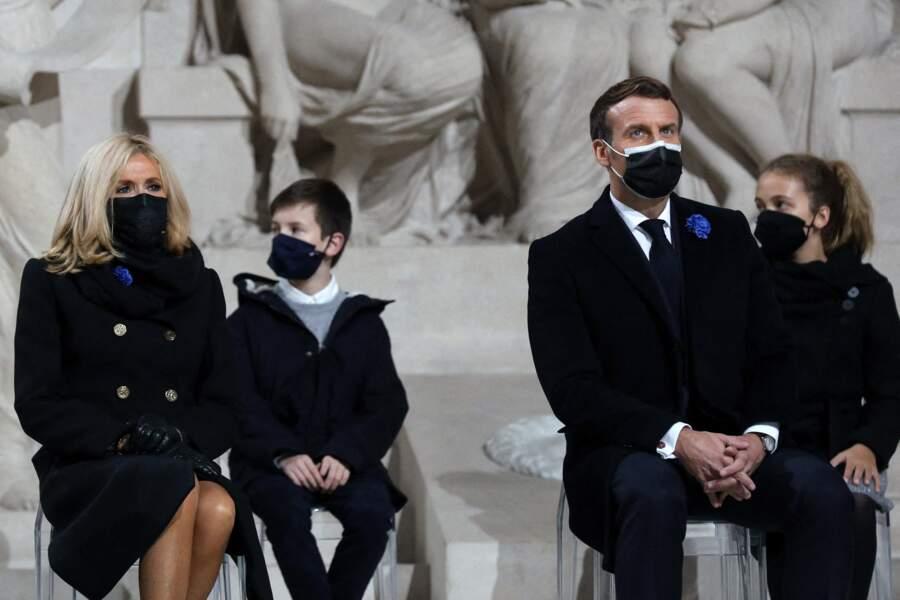 Tous les convives portaient le masque pour cette cérémonie au Panthéon