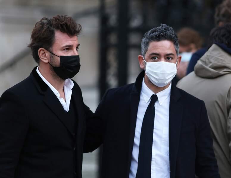 En respectant les gestes barrières et le port du masque, Michaël Youn et Manu Payet faisait partie des personnalités présentes aux obsèques de Cyril Colbeau-Justin, à la basilique Sainte-Clotilde, à Paris.