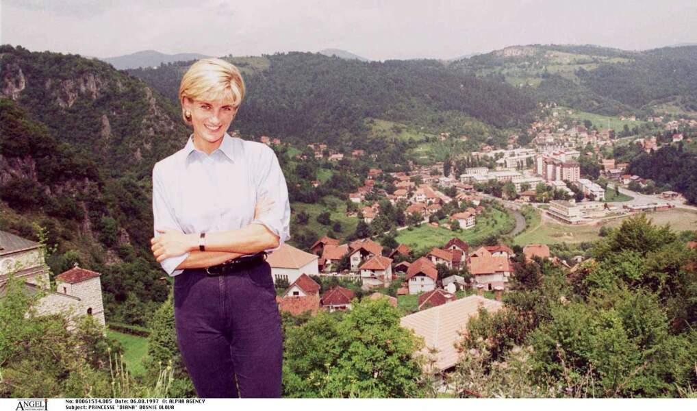 La princesse Diana à Olovo, en Bosnie, en 1997