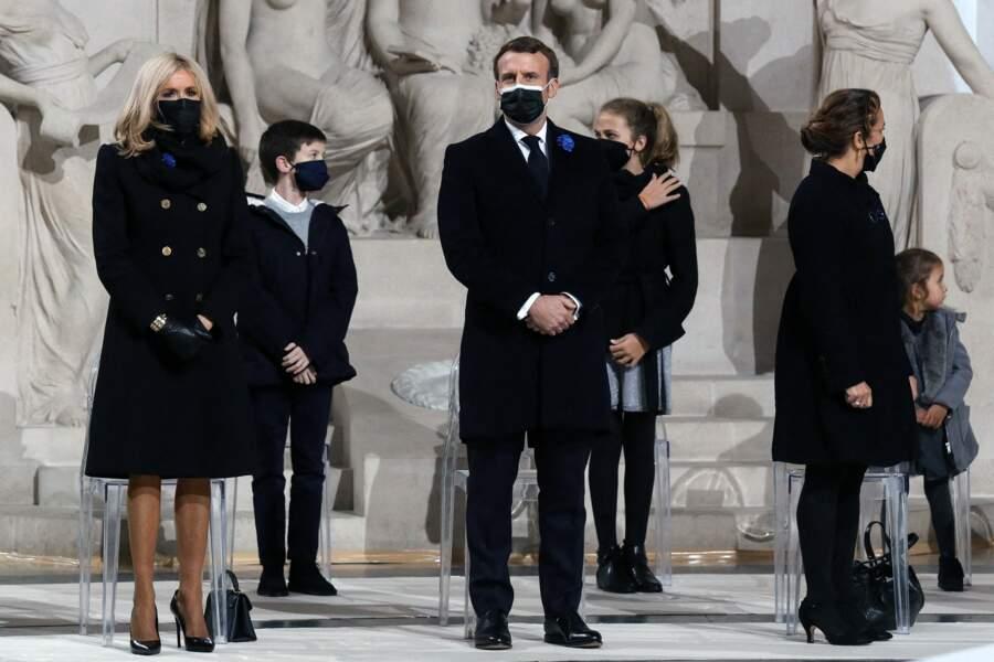 Emmanuel Macron et Brigitte Macron durant la cérémonie de panthéonisation de Maurice Genevoix
