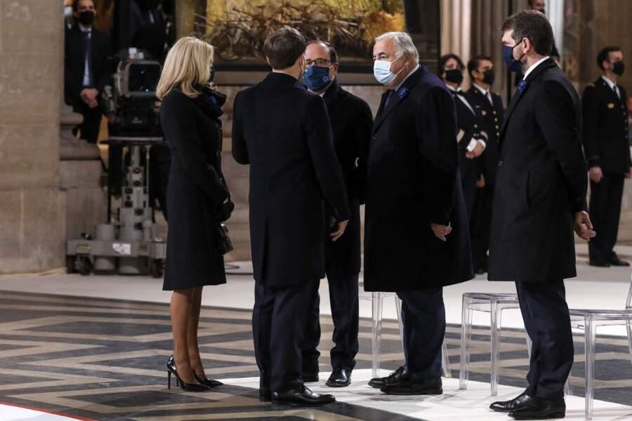 Brigitte et Emmanuel Macron retrouvent François Hollande et Gérard Larcher