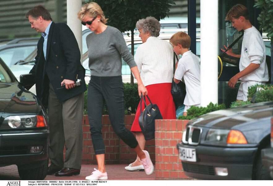Lady Diana et ses fils au Chelsea Harbour club à Londres
