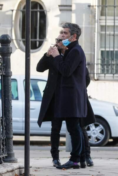 Le journaliste Xavier de Moulins a lui aussi été aperçu aux obsèques du producteur Cyril Colbeau-Justin, à la basilique Saint-Clotilde, ce jeudi 12 novembre.