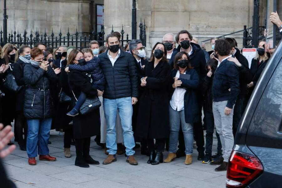 La famille de Cyril Colbeau-Justin à la sortie de la basilique Saint-Clotilde, à Paris, ce jeudi 12 novembre.