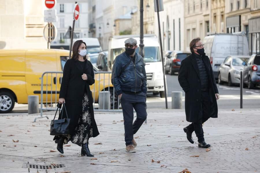 Kad Merad et sa compagne Julia Vignali à leur arrivée aux obsèques du producteur Cyril Colbeau-Justin, à la basilique Saint-Clotilde, ce jeudi 12 novembre.