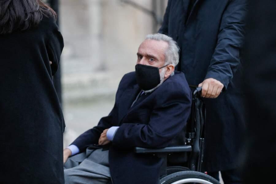 Dominique Farrugia a lui aussi été aperçu aux obsèques du producteur Cyril Colbeau-Justin à la basilique Sainte-Clotilde, ce jeudi 12 novembre.