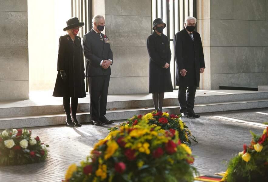 Le couple s'est rendu au mémorial Neue Wache dédié aux victimes de la guerre.