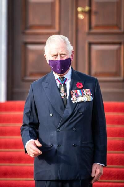 Masque violet uni pour le prince...