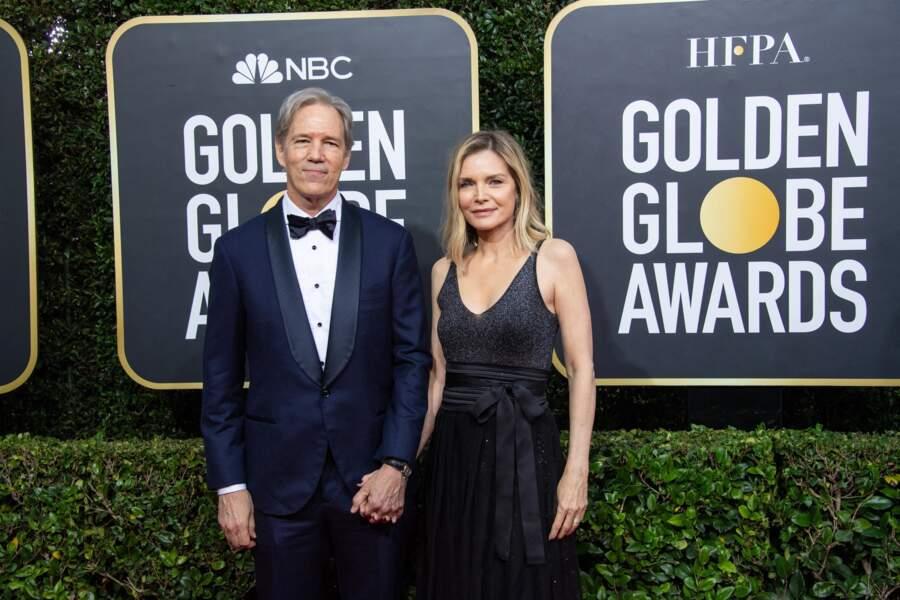 David E. Kelley et sa femme Michelle Pfeiffer, au photocall de la 77ème cérémonie annuelle des Golden Globe Awards à Los Angeles, le 5 janvier 2020.