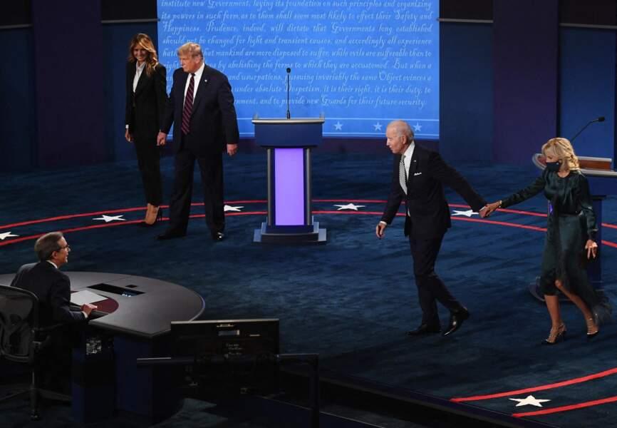 Contrairement au Trump, le couple Biden se montre particulièrement fusionnel.