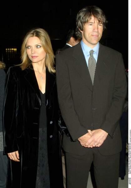 """Michelle Pfeiffer et son époux, David E.Kelley, à la première du film, """"Sam, je suis Sam"""", à Los Angeles, en 2001."""