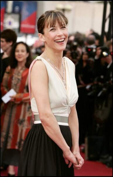 Sophie Marceau, tout sourire sur les marches du Festival de Cannes en 2005