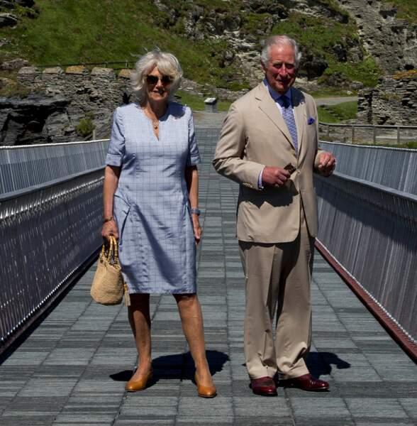 Le prince Charles et son épouse Camilla Parker Bowles, toujours inséparables, jouent les touristes en juillet 2020
