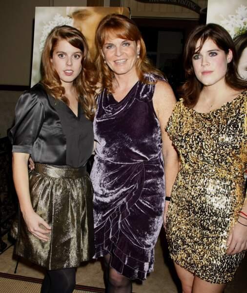 Sarah Ferguson et ses filles Eugenie et Beatrice pour un voyage entre copines à Los Angeles en 2009.