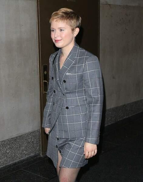 """L'actrice Eliza Scanlen connue pour son rôle dans 'Les Filles du docteur March"""" sublime avec une coupe garçonne."""