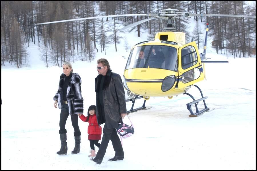 Johnny Hallyday, avec Laeticia et Jade, en 2008, au Val d'Isère, dans le cadre de la Coupe du monde de ski.