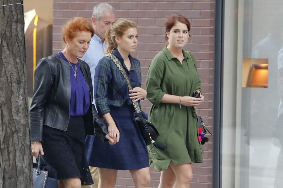 Séjour à New York où Sarah Ferguson et ses filles Eugenie et Beatrice ont été aperçues à la sortie d'un restaurant en 2015.
