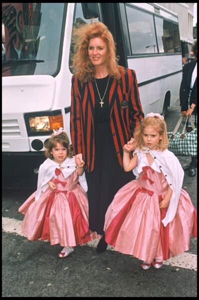 Sarah Ferguson adore habillées ses deux filles de la même manière, comme ici avec deux robes roses identiques en 1994.