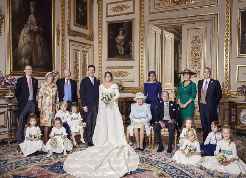 Portrait officiel du mariage d'Eugenie d'York avec Jack Brooksbank le 12 octobre 2018. À sa gauche, sa soeur Beatrice et sa mère Sarah Ferguson apparaissent très émues.
