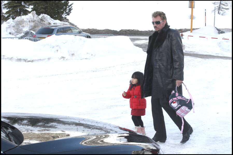 Johnny Hallyday, avec sa fille Jade, sur le circuit de glace du Val d'Isère, en 2008.