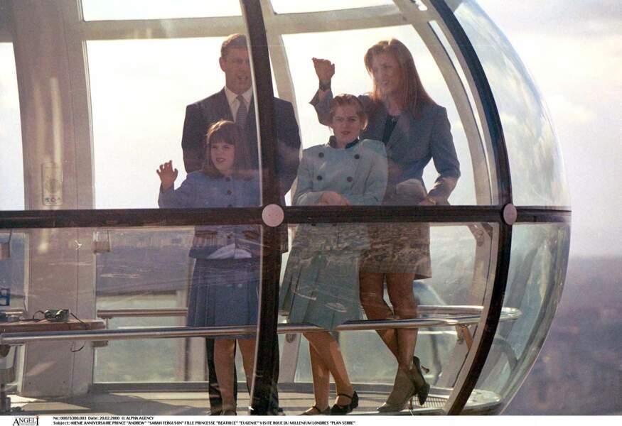 Nouvelle photo de famille pour Sarah Ferguson accompagnée par ses filles Eugenie et Beatrice pour fêter les 40 ans du prince Andrew.