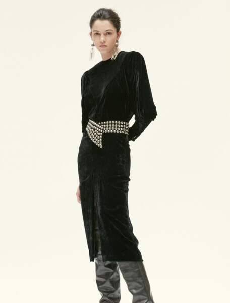 Robe Geniasi noire en velours, 1 080 €, Isabel Marant.