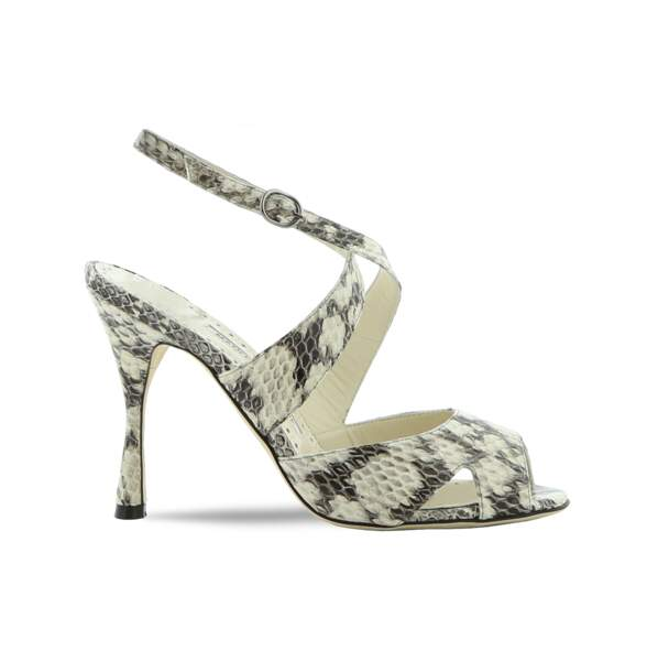 Sandales à talons en serpent, Manolo Blahnik 895 €.