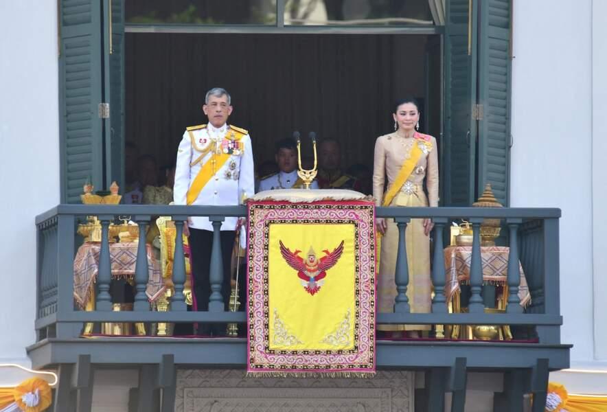 Le roi de Thaïlande et la reine Suthida, un couple soudé... en apparence seulement.