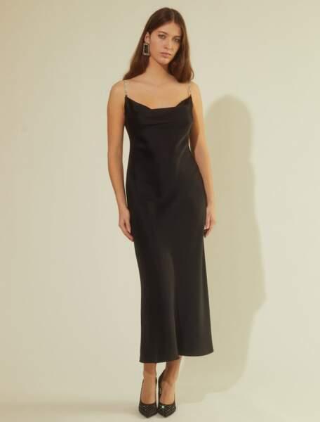 Robe Donatella noire avec bretelles à sequins, 275 €, Mirae.