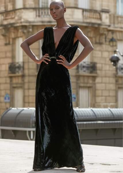 Robe Glamour en velours noir, 495 €, Mes Demoiselles.