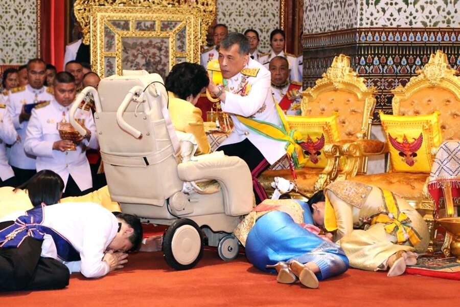 La très discrète princesse Chulabhorn, sœur cadette de Rama X, lors de son couronnement.