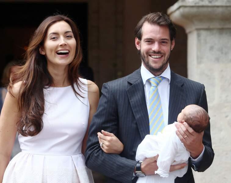 Le prince Félix du Luxembourg, son épouse la princesse Claire et leur fille la princesse Amalia lors de la célébration du baptême de la princesse Amalia de Luxembourg en la chapelle de Saint Ferréol à Lorgues, le 12 juillet 2014